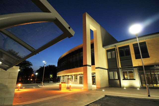 Photo. New  Bridlington campus. Main entrance from directly in front at night.JPG